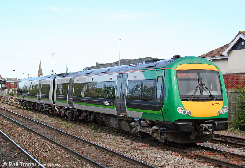 London Midland class 170s put in an appearance at Gloucester approximately every two hours, working the service from/to Worcester. 170507 departs forming the 1101 service to Worcester Foregate Street on 11th April 2009.