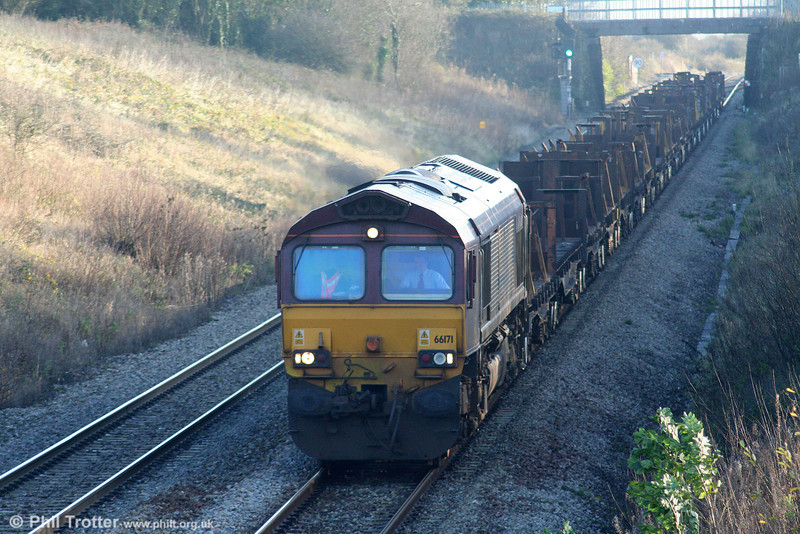 66171 descends Stormy with 6H22, 0801 Llanwern to Margam on 28th November 2009.