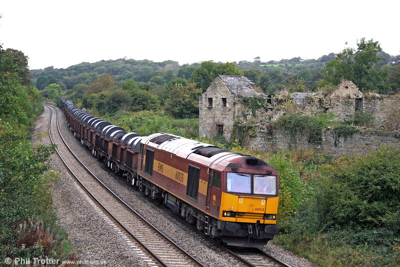 60035, which was formerly named 'Florence Nightingale', passes Llangewydd in grotty light with 6B03, 0910 Trostre to Llanwern on 9th October 2009. Note the Celtic Energy coal containers at the back of the train.