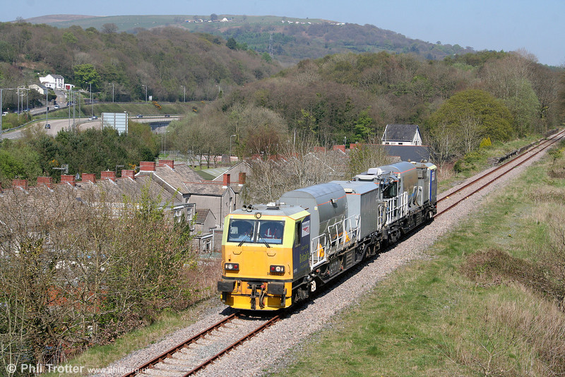 Movements over the Cwmgwrach branch are quite rare these days, so any activity is worth recording. On a weedkilling duty, Network Rail's MPV DR98962 leads DR98912 through Aberdulais on 19th April 2009. The pair were running as 6Z10, 1018 Cardiff to Whitland via Barry, Onllwyn, Cwmgwrach and Pembroke Dock.