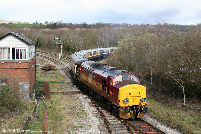 37401 leads away from the Garw Loop with the 1302 Tondu to Machen section of Pathfinder's 'Cwm and Go' railtour on 28th March 2009.
