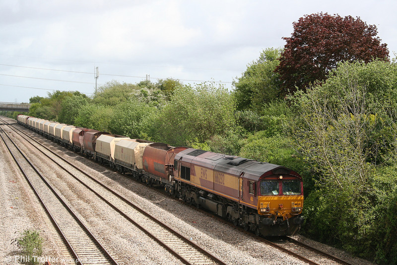 66232 passes Llandevenny with 6B35, 1015 Hayes & Harlington to Moreton-on-lugg on 8th May 2009.