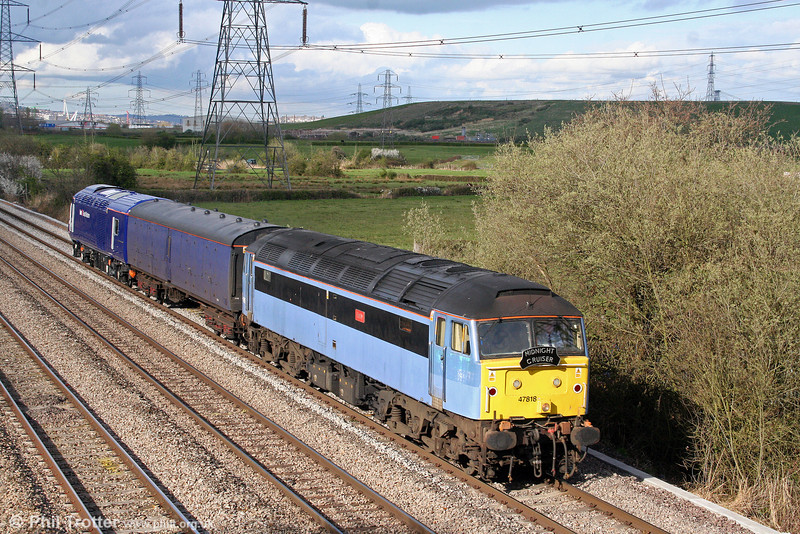 Cotswold/Advenza 47818 'Emily' passes Duffryn with 5Z47, 1255 Brush, Loughborough to Landore TMD on 7th April 2009. The move was to deliver former GNER/NEEC power car 43053 (now MTU fitted and renumbered 43253) to FGW.