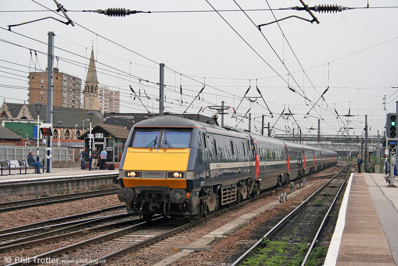 91122 speeds through Doncaster with 1S21, 1500 London King's Cross to Glasgow on 6th August 2009.
