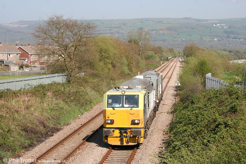 NR MPV DR98912 leads DR98962 through Morriston on 19th April 2009. This was 6Z10, 1018 Cardiff to Whitland weedkilling train.