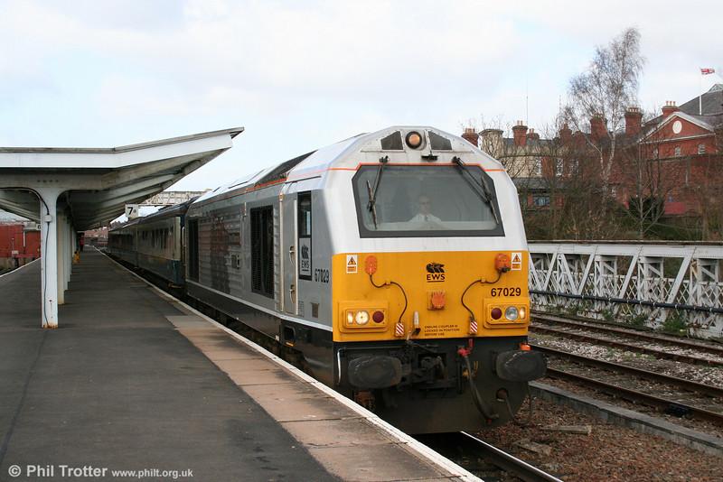 67029 'Royal Diamond' leaves Shrewsbury with 1P13, 1220 Wrexham General to London Marylebone on 14th March 2009.