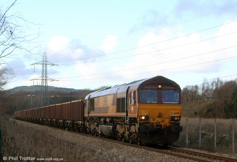 66019 heads away from Burrows Yard, Swansea with 6F81, 1350 Onllwyn to Margam on 24th January 2009.