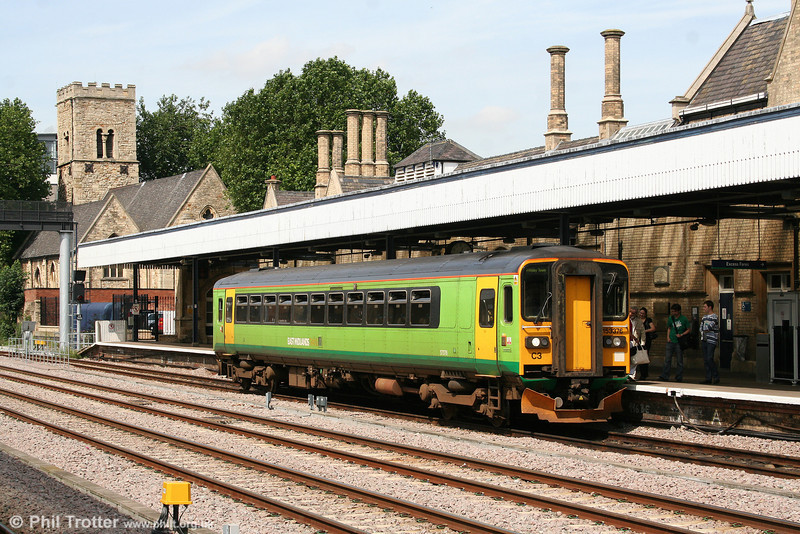 153376 retains the remains of its Central Trains livery. It is seen at Lincoln, forming the 1204 Newark North Gate to Grimsby on 6th August 2009.
