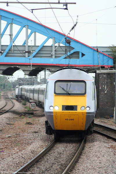 43290 approaches Peterborough with 1H30, the 1719 London King's Cross to Hull on 4th August 2009.
