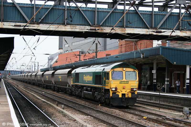 66520 passes through Doncaster with 4R22, 1722 Eggborough to Immingham on 6th August 2009.