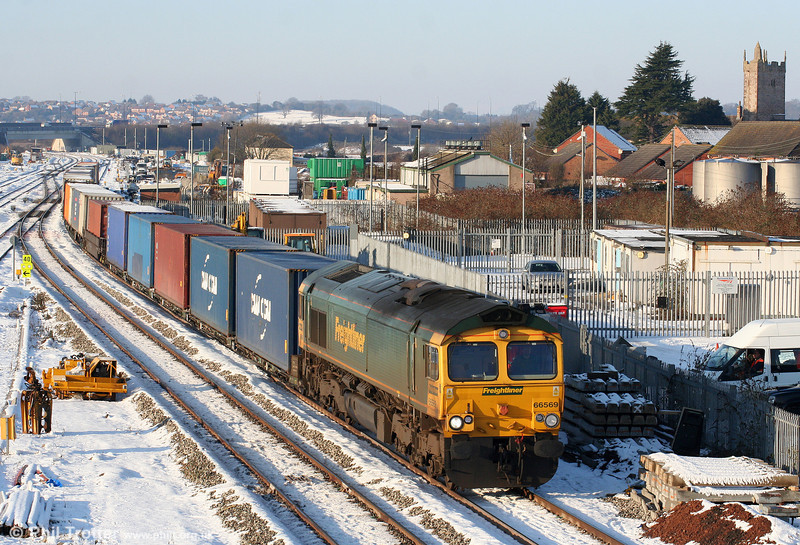 66569 at Severn Tunnel Junction with 4O51, 1000 Wentloog to Southampton on 8th January 2010.