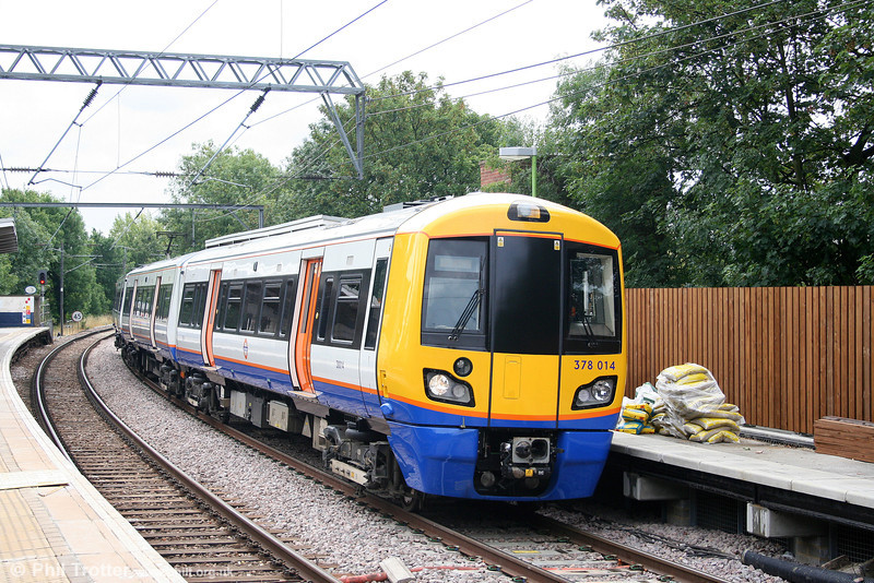 378014 at Gospel Oak forming the 1037 Stratford to Richmond on 31st July 2010. These 3 car units will be extended to 4 cars and reclassified as 378/2 when platform extension work has been completed.