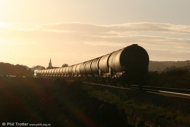 60084 'Cross Fell' heads into the sunset at Pwll with 6B07, 1800 Margam to Robeston on 15th September 2010.