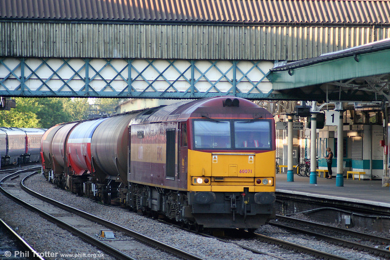 60071 'Ribblehead Viaduct' at Newport with 6B47, 1722 Westerleigh to Robeston on 25th June 2010.