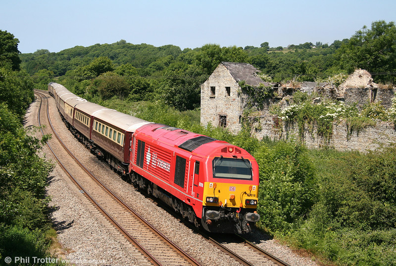 Lunch at £195 a head: 67018 'Keith Heller' passes Llangewydd with 1Z25, 1155 Neath - Vale of Glamorgan - Yate - Gloucester - Chepstow - Neath circular Northern Belle 'Spirit of Travel' dining special on 26th June 2010.