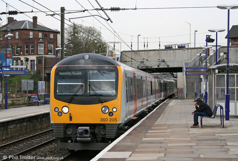 HC 360205 returns through Acton Main Line forming the 1533 London Paddington to Heathrow Airport on 19th April 2010.