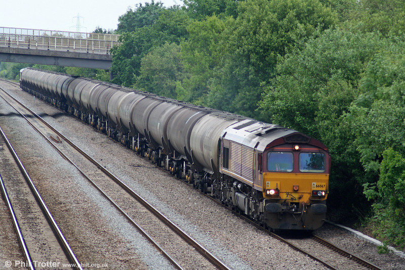 66067 heads the diverted 6E41, 1141 Westerleigh to Lindsey Oil Refinery through Llandevenny on 31st May 2010. 66067 would be detached at ADJ, the train returning behind 66014.