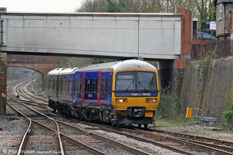 166220 approaches Newbury forming the 1536 Bedwyn to London Paddington on 6th April 2010.