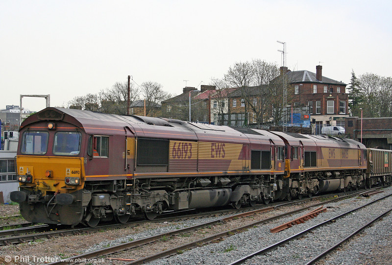 66193 and 66125 enter Acton Yard with 7V17, 1228 Harwich to Acton Yard on 19th April 2010.