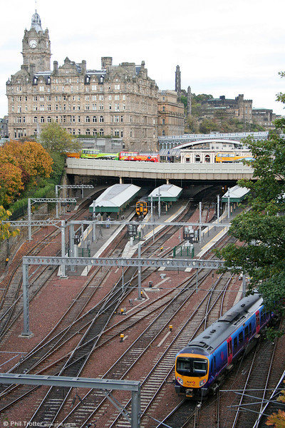 Recent investment at Edinburgh Waverley is evident in this view. 185141 arrives forming the 1158 from Manchester Airport on 17th October 2010.