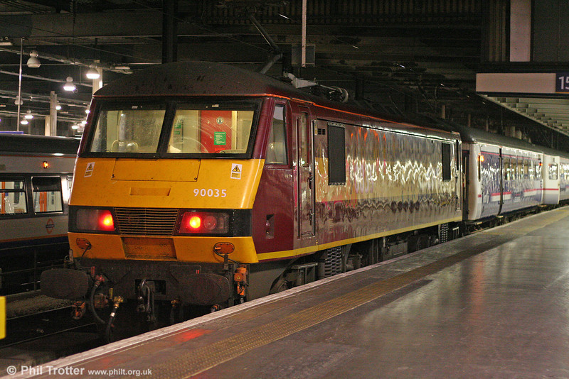 90035 at London Euston with the ECS for the night's 1S25, 2115 to Inverness, 'Caledonian Sleeper' on 11th October 2010.
