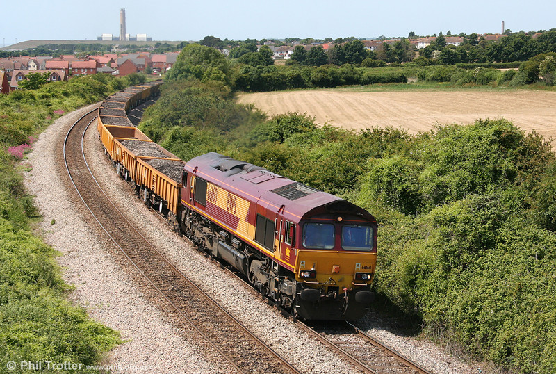 A very clean looking 66160 at Rhoose Point with 6W02, 0955 Pencoed to Westbury Yard on 27th June 2010.