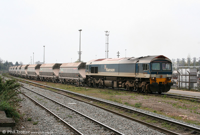 59102 'Village of Chantry' departs from Acton Yard with 6L16, 1441 Acton Yard to Bow Goods on 19th April 2010.