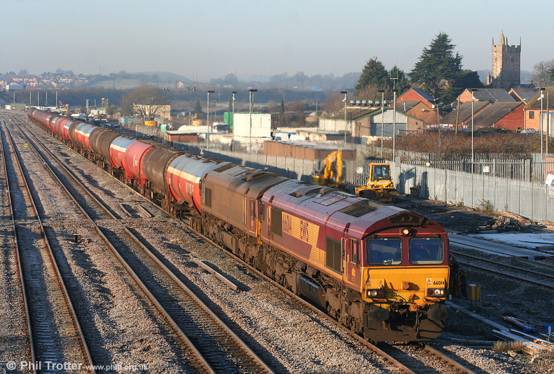 The current look for 6B13. 66014 and 66070 double head through STJ with the 0505 Robeston to Westerleigh on 4th January 2010.
