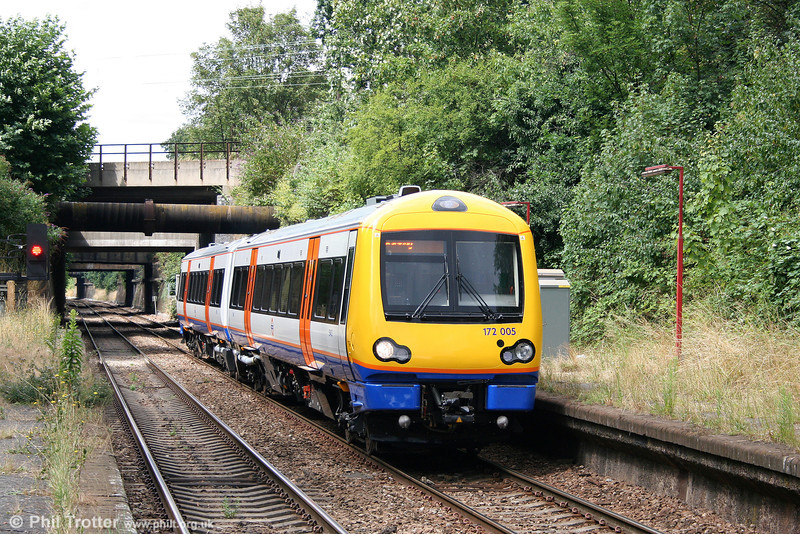 172005 arrives at Walthamstow, Queen's Road forming the 1340 Gospel Oak to Barking on 31st July 2010.