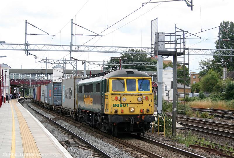86501 passes Harrow & Wealdstone with 4M87, 0847 Felixstowe to Crewe on 7th August 2010.