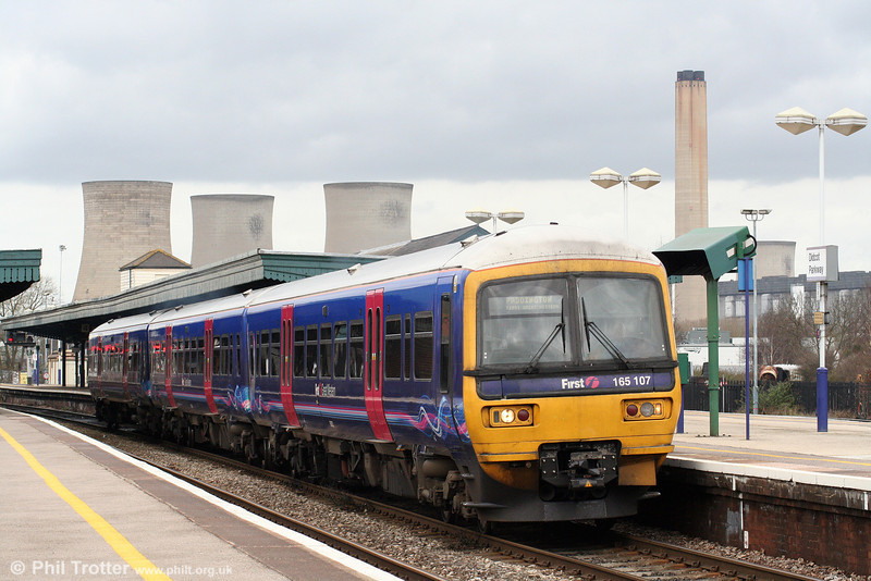 FGW 165107 departs from Didcot with the 1337 Oxford to London Paddington on 5th April 2010.