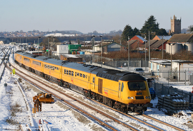 43013 at Severn Tunnel Junction with 1Z20, 1009 Swansea to Derby RTC NMT on 8th January 2010.