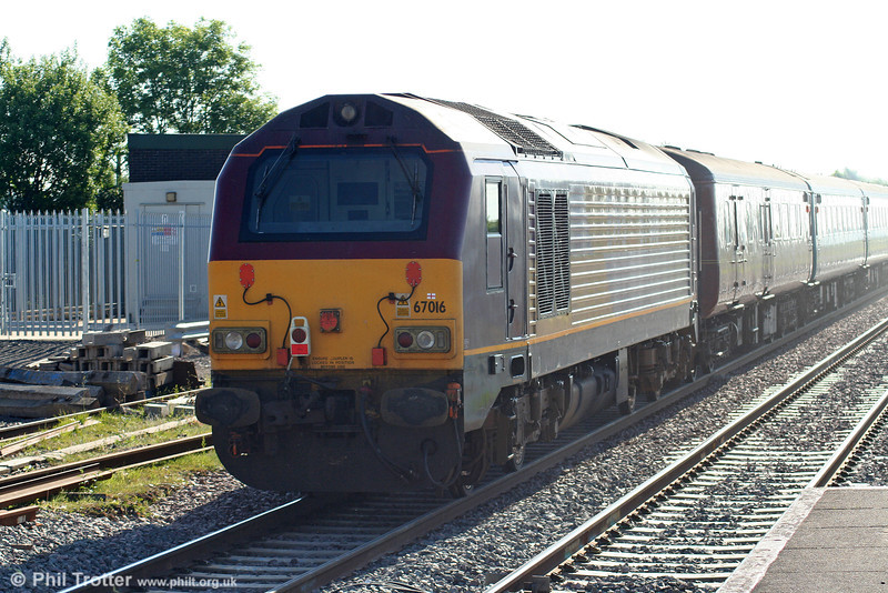67016 brings up the rear of 2C67, 0800 Cardiff Central to Paignton at Severn Tunnel Junction on 28th May 2010.