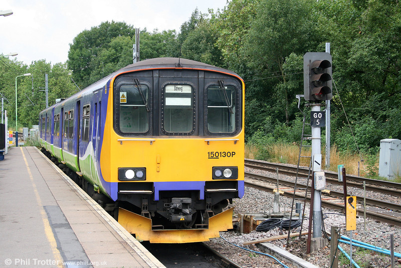 Soon to be replaced by new class 172s, 150130 waits to leave Gospel Oak forming the 1110 for Barking on 31st July 2010. These units will be cascaded to FGW when 172 deliveries are complete.