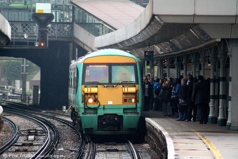 456009 returns through East Croydon forming the 1256 Caterham to London Bridge on 7th April 2010.