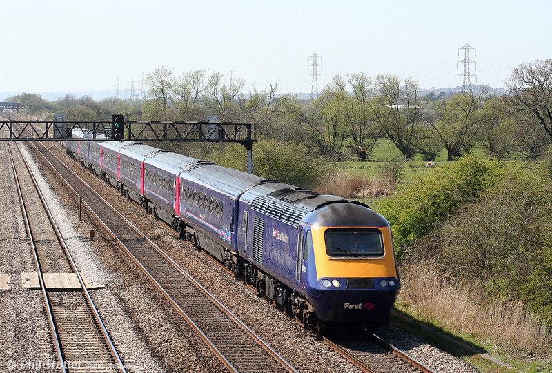 43122 heads through Coedkernew, this 2+7 set unusually working the 1300 Cardiff Central to Taunton service on 17th April 2010.
