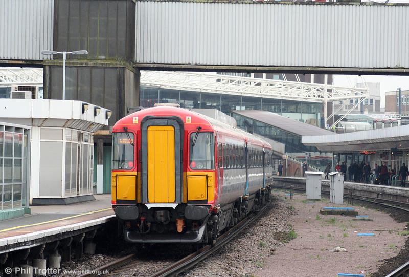 5WES 442421 passes through East Croydon on 7th April 2010.