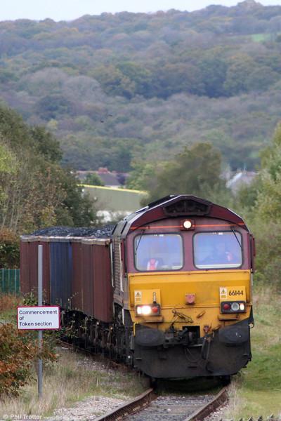 66144 threads its way through Pantyffynnon with 6B05, 1355 Gwaun-Cae-Gurwen to Swansea Burrows on 22nd October 2010.