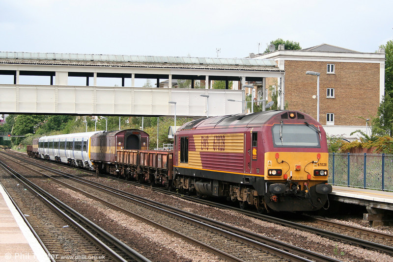 67028 passes through Kensington (Olympia) with 6X48, 1436 Wembley to Slade Green, returning South Eastern 'Networker' 465049 from overhaul on 7th August 2010.