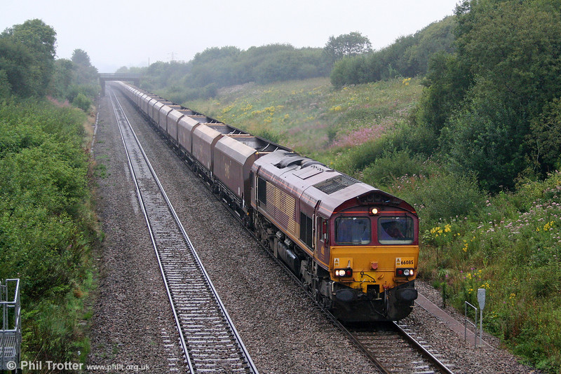 66085 climbs Stormy Bank with a lengthy train of 31 HTAs (the end of the train is just visible through the drizzle...), forming 4E66, 1020 Margam to Redcar Ore Terminal on 21st August 2010.