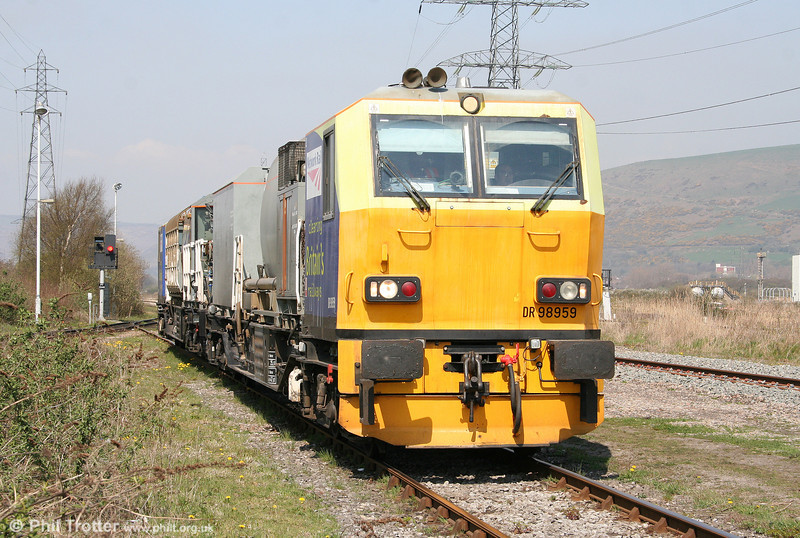MPV DR98959 & DR98909 at Margam Knuckle Yard on 18th April 2010. The unit had been due to visit Cwmgwrach, Onllwyn and Carmarthen but failure of spraying equipment meant that the plan was aborted.