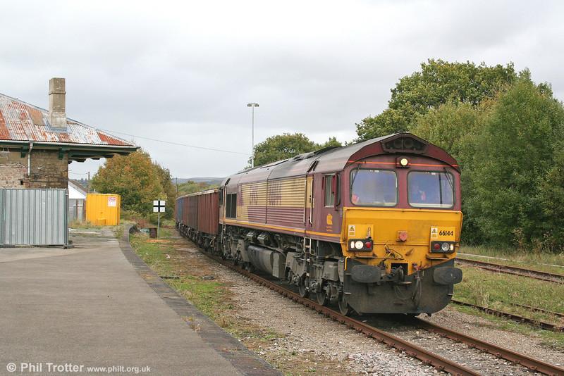 66144 passes Pantyffynnon Station with 6B05, 1355 Gwaun-Cae-Gurwen to Swansea Burrows on 22nd October 2010.
