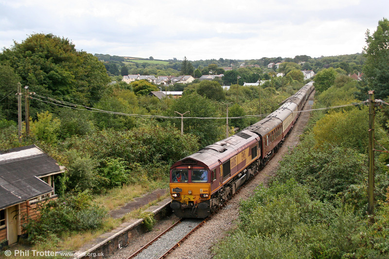 66015 passes the remains of Fishguard & Goodwick Station (closed 1964) with 1Z51, 1430 Robeston to Crewe via Fishguard, the return 'Western Wales Explorer' on 18th September 2010. Compare this with the busy scene in the archive section.