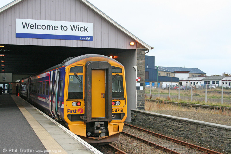 158719 sits at the terminus at Wick, having arrived forming the 0706 service from Inverness on 14th October 2010.