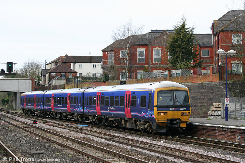 166209 calls at Newbury forming the 1436 Bedwyn to London Paddington on 6th April 2010.