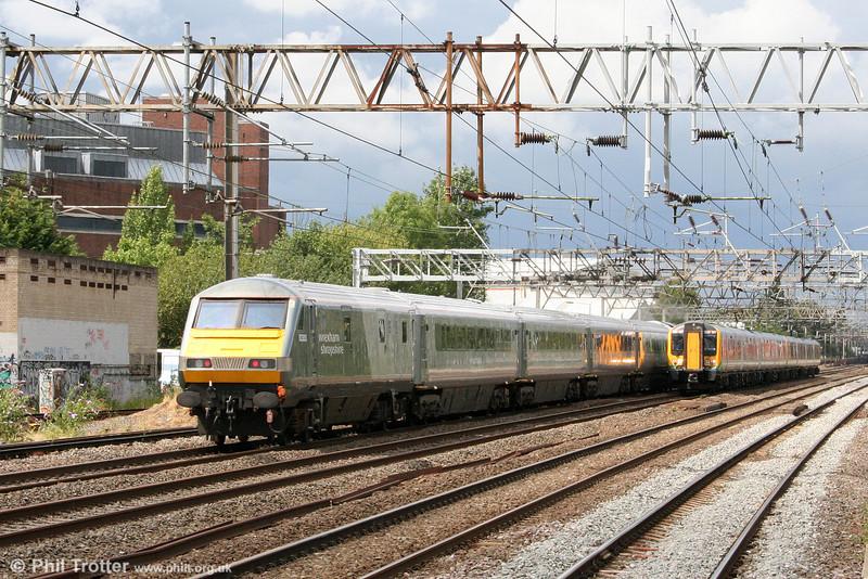 WSMR DVT 82303 brings up the rear of 1J86, 1218 London Marylebone to Wrexham General at Harrow & Wealdstone on 7th August 2010.
