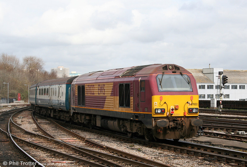 67022 at the rear of 2U20, 1247 Paignton to Cardiff Central as it departs from Bristol Temple Meads on 5th April 2010.