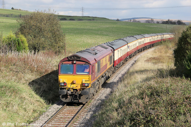 66091 brings up the rear of UK Railtours 1Z65, 0806 London Paddington to Onllwyn, 'The Valley of the Witch' at Tynewydd on 22nd October 2011.
