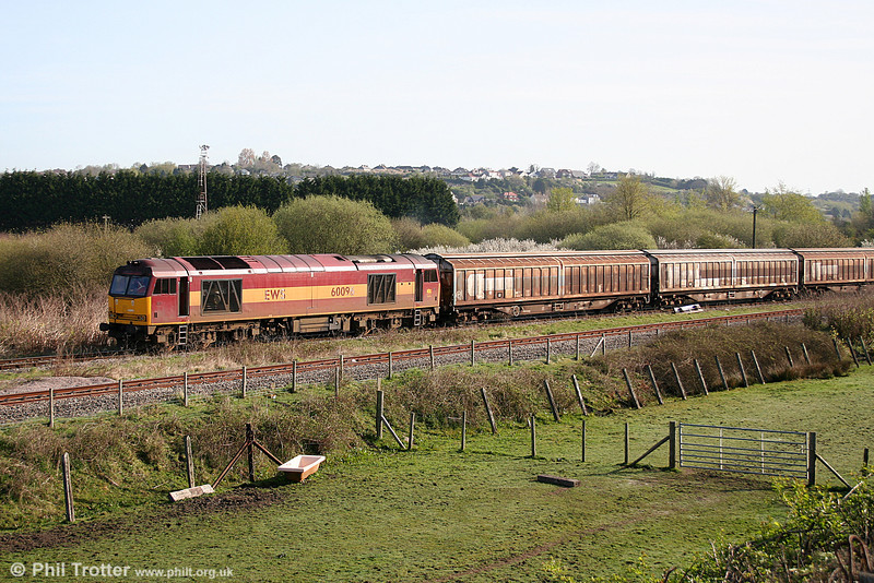 60096 leads into Trostre Works with 6B11, 0815 from Margam on 10th April 2011.