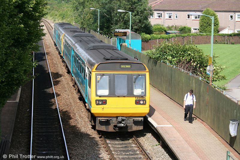 142085, a classmate and a sulky youth at Eastbrook, forming the 1508 Merthyr Tydfil to Barry Island on 7th July 2011.